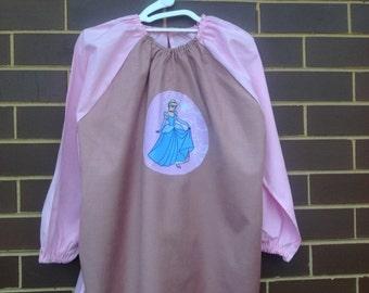Long sleeve waterproof kids art smock apron. To fit age 9-12. Pink, Cinderella.