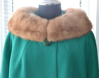 Vintage 60s Mod - Gorgeous in Green - Wool Fur Collar Coat - l/xL