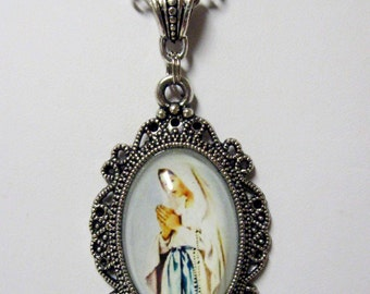 Our Lady of Lourdes pendant with chain - AP04-278