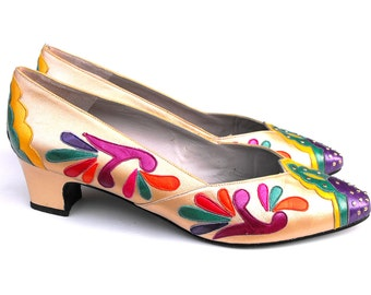 1980s Margaret Jerrold Pumps Retro Chic Psychedelic Paisley Teardrop Feather Metallic Gold Studded Gem Jewel Toned Scalloped Spectator Heels