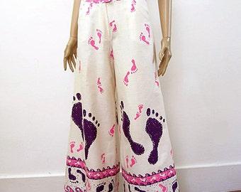 Vintage 1960s Bellbottoms Cream Purple Pink Footprints Wide Leg Slacks / Small