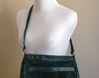 Vintage 70s Green Leather Purse / 1960s Leather Shoulder Bag / Leather Bag / Suede Kiralfy's