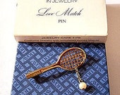 Tennis Racquet Pearl Ball Pin Brooch Gold Tone Vintage Link Chain Slant Line Handle Open Webbed Ribs