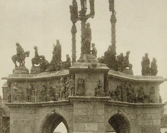Unused Vintage French Postcard - Calvary Sculpture in Pleyben, Brittany, France