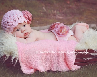 Baby Girl Hat, Newborn Baby Girl Hat, Baby Flapper Hat, Pale Pink with Country Rose Pink Flower. Rose Pink Bloomers. Newborn Photo Prop