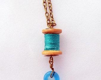 Vintage wooden spool, mini spool, wood bobbin, glass pendant, thread, craft accesories, turquoise, Handmade by Marumadrid