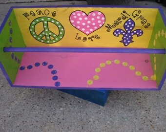 MaRDI GRaS LaDDER SEAT ARTWORK- New Orleans Ladies, Mardi Gras Princess, Girly, Peace Love Mardi Gras custom, handpainted fun PARaDE SEAT