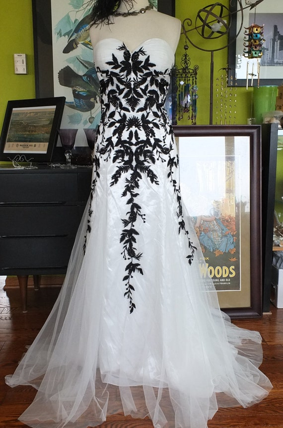 Black and white wedding dress alternative wedding dress lace for Unique black and white wedding dresses
