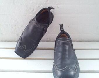 Vintage John Fluevog Mens US 12M Black Leather Oxfords Brogues Club Kid Cyber Wingtip Loafers Future Angels Goth Punk Rock Minimalist Shoes