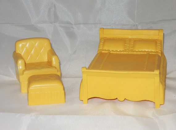 Vintage marx bedroom doll furniture 1950 39 s soft plastic Plastic bedroom furniture