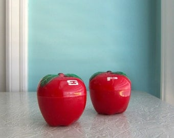 Vintage Apple Salt & Pepper Shakers, New York Souvenir, Happy Apple, Kitschy Cute Apple Salt and Pepper