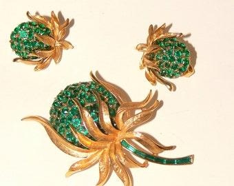 crown trifari green rhinestone  brooch and matching earrings