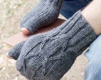 Hand knit Men wool mittens gloves gray for him