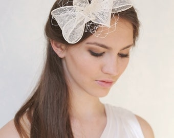 Bridal millinery bow and veiling fascinator, Sinamay bow headpiece