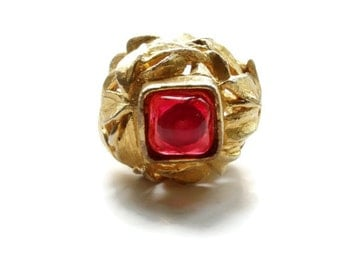 Vintage Cadoro High Relief Chunky Ruby Resin Cabochon Leaf Ring