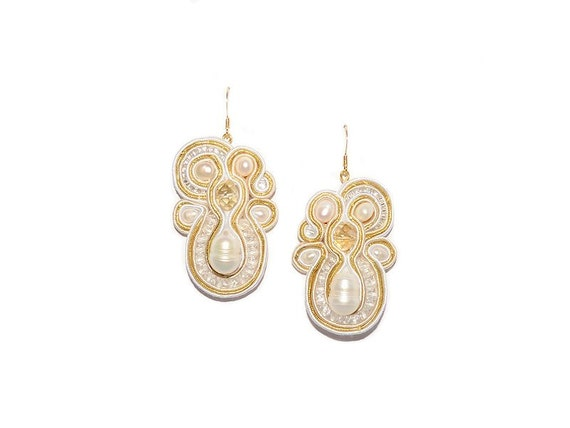 Soutache Drop Earrings with Freshwater Pearls. Bead Embroidered White Gold Bridal Earrings. Bridesmaid Jewelry