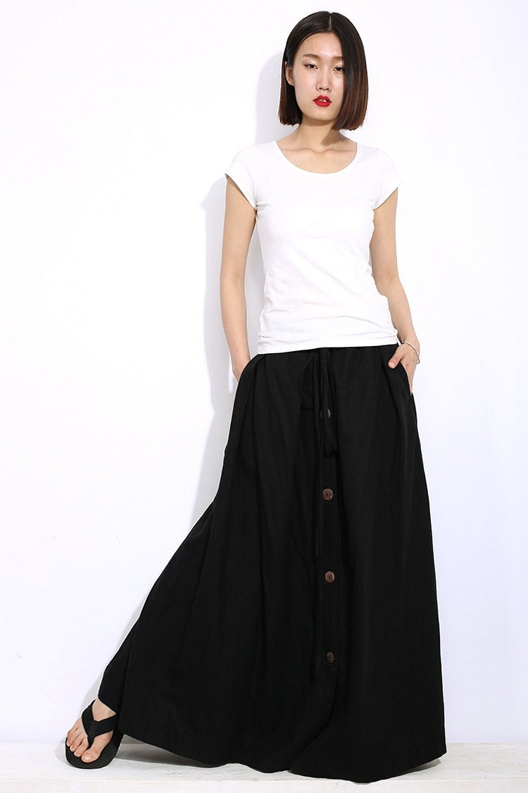 Ladies flared skirt size 12 by Femme % linen fully lined with side concealed zip, black with white shimmer details down each of the panels, total length of skirt is 34inch, worn a handful of times.