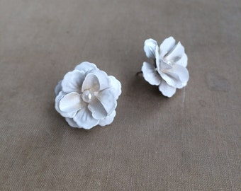 white flower earring with pearl, bridal earring, white flower vintage rose earrings post stud pearl shabby chic WHITE FLOWER PEARL wholesale