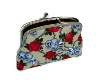 Skull & roses large coin purse with two sections and divider, in cream, black and red chains