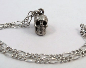 Figaro Ankle Bracelet with a Pewter Skull Charm - 5195