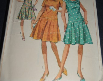 Vintage 60s Simplicity 6985 MIsses and Womens One Piece Dress in Half Sizes Sewing Pattern - Size 14 1/2 Bust 35