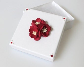 Floral Gift Box in White and Red