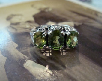 Lovely Sterling Silver Peridot  3 stone filigree  Ring  Size 6 3/4