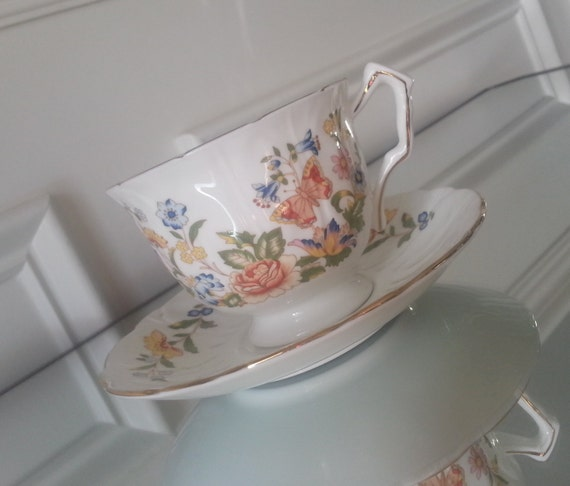 Aynsley Cottage Garden Pattern Crocus Tea Cup And Saucer