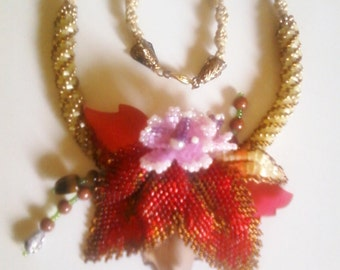 HANDMADE necklace created with beads, flower arrangement.Scontata a 18euro