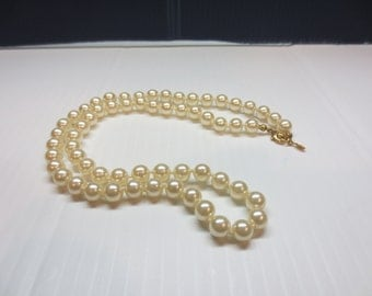 Beautiful Vintage Faux Pearl Glass Necklace 14K GE WLind