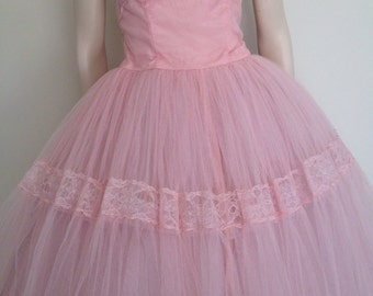 Stunning Pastel Pink Vintage 50s Tulle Prom Dress / Cup Cake / Full Skirt / Small Medium / Strapless
