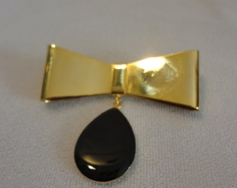 Vintage Black Tear Drop Brooch.