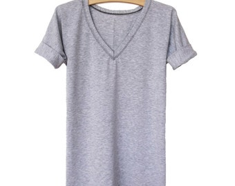 Longer t-shirt with sleeve tabs and v-neck