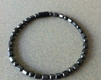 Magnetic Anklet with magnetic beads and a magnetic clasp.