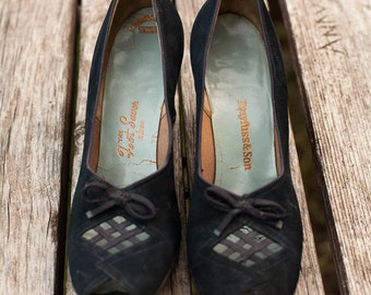 VINTAGE Amazing navy blue 30's pumps