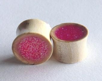 "Hot pink glitter plugs in white crocodile wood 5/8"""
