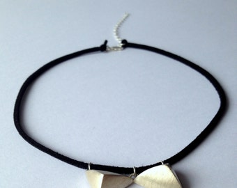 """Necklace-choker """"Bow-tie"""". Sterling silver. Suede cord"""