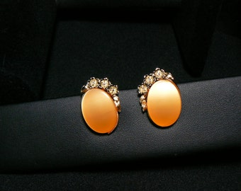 EU114 Really incredible vintage butterscotch lucite clip earrings