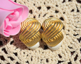 Vintage Gold Tone Swirl Textured Clip On Earrings