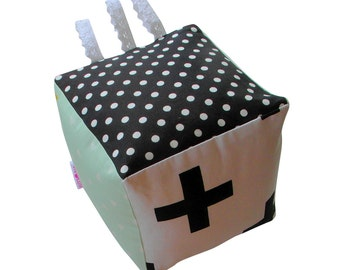 Baby cube Black and white - Pastel - Mint green - Soft - Toy - Baby - Block  - Polkadot  - Toy - Cube - Rattle - Baby gift - Boy - Girl