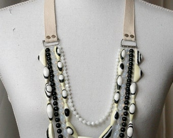 Five-string waterfall necklace with resin and glass beads
