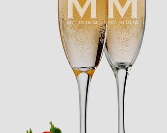 Bride and Groom Glasses, Set of 2 Personalized Champagne Glasses, Bridesmaid Glasses, Mr and Mrs Wedding Toasting Glasses
