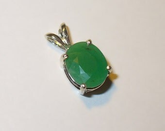 Chrysoprase Pendant Necklace in Sterling Silver - Natural Faceted Gemstone