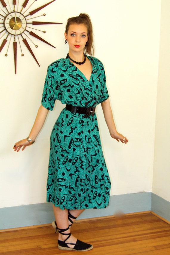 Vintage 80s Dress MILANZO Geometric Turquoise Green Black Atomic Pattern Super Low V Neck Short Sleeve Shoulder Big Pad 1980s New Wave Dress