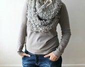 infinity scarf / hand knit infinity scarf / grey circle scarf / grey infinity scarf knit / chunky scarf / gray winter scarf/ grey knit scarf
