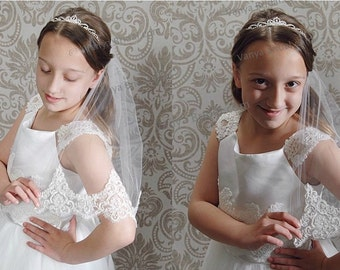 Communion veil in single layer with beaded lace edge, Confirmation lace veil, Flower girl wedding lace veil,  Children's bridal veil