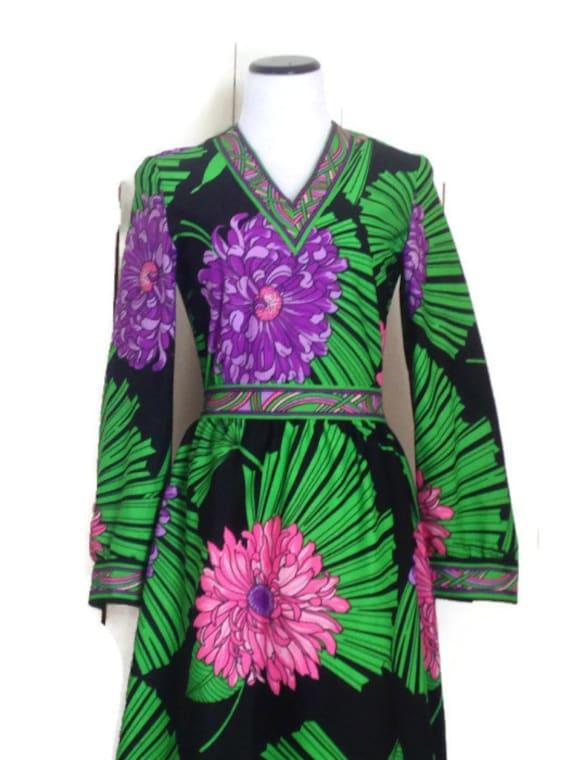1970s Nancy Valentine Maxi Dress /  Floral Print long sleeve V neck Vibrant Colors Large Flower designer Fashion
