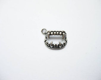 10 Vampire Fang Charms Pendants in Silver Tone - C1819