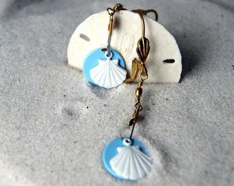 Scallop Shell Earrings, shell earrings, vintage white enameled shells earrings, eco fashion, nautical fashion, summer fashion,