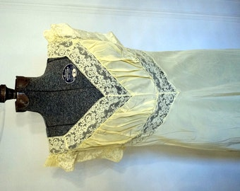 Antique 1940s Elysée 54 Lingerie Night Gown Vintage Lingerie Size 40 - Modern 12 Yellow Lace Rayon NWT New Old Stock